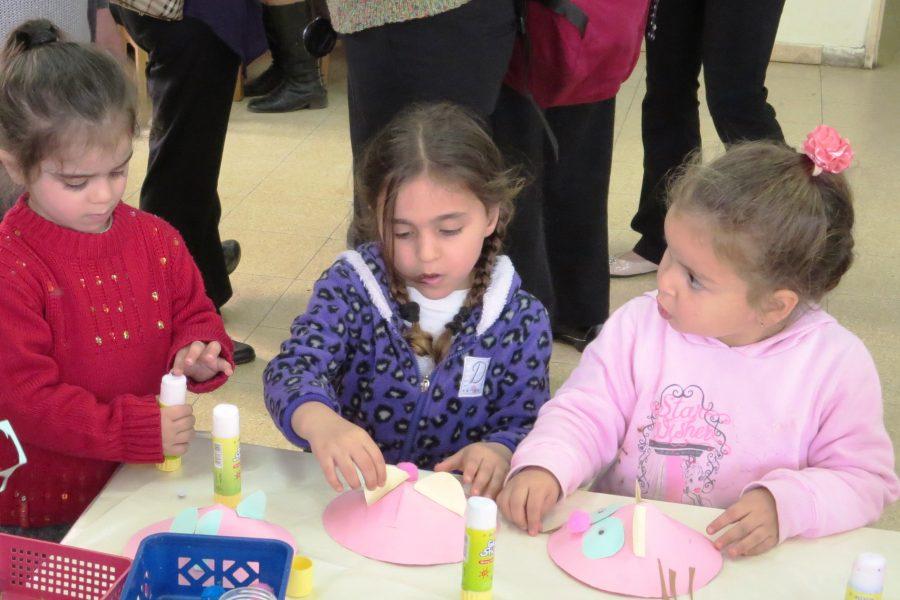 اطفال يقضون وقتا ممتعا ومفيدا بفعاليات قصص مكتبة الفانوس